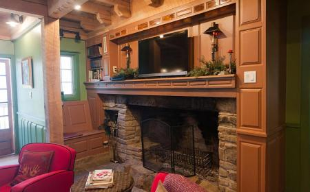 sitting area with fireplace